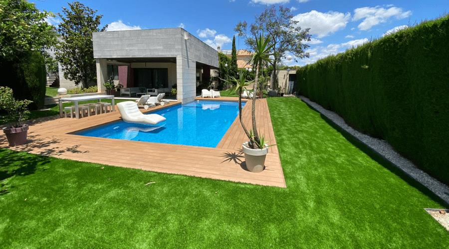 comprar césped artificial para crear jardines bonitos