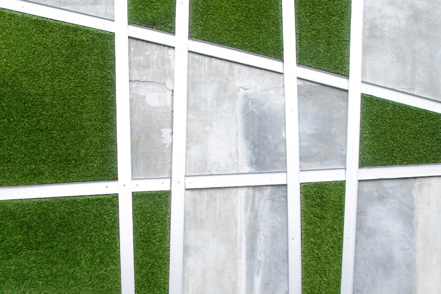 césped artificial como elemento decorativo, pared