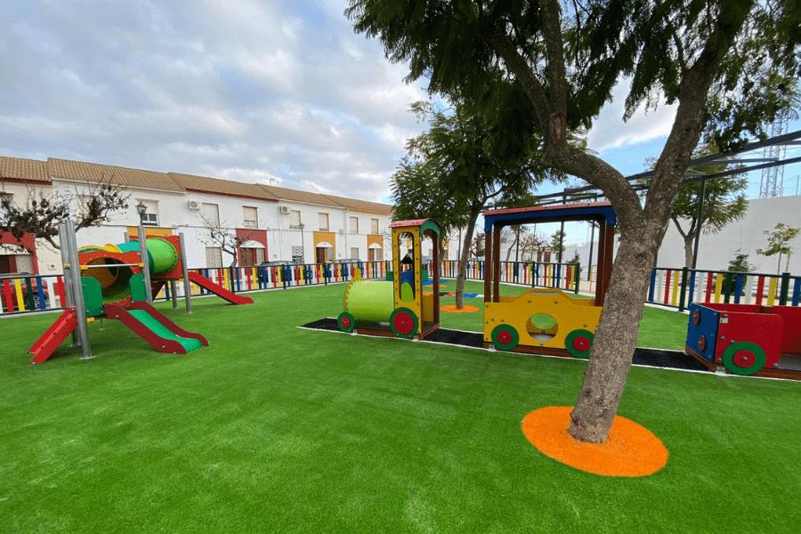 parque infantil con césped artificial, tendencia para 2021
