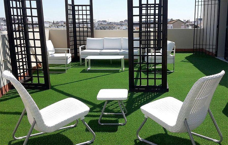 decorar terrazas césped artificial