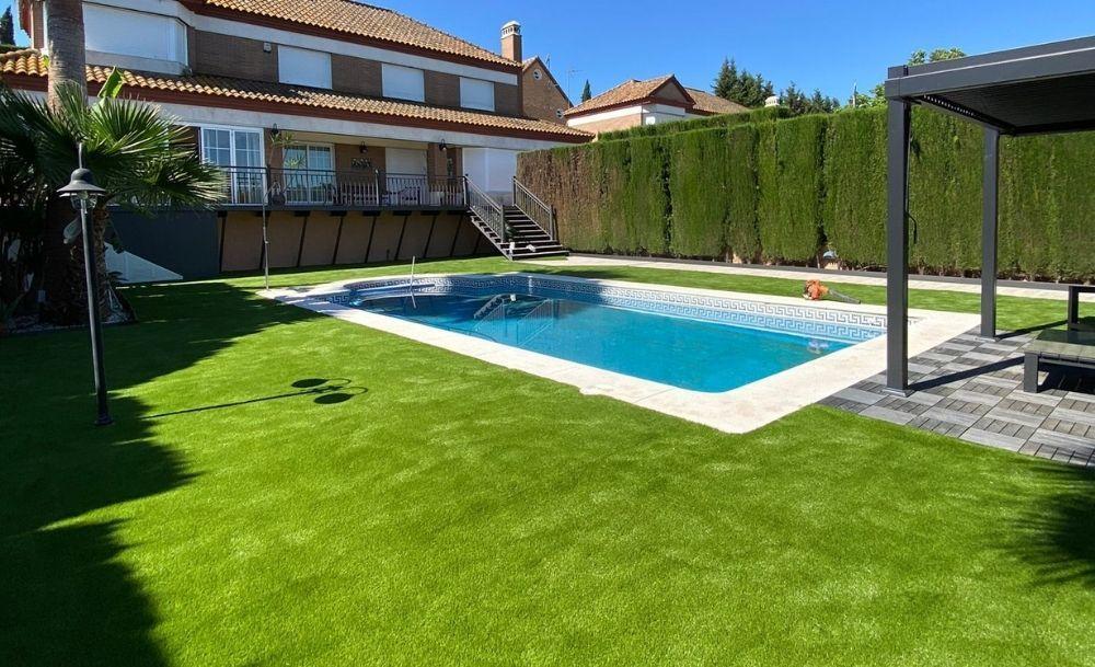 Césped artificial para piscinas