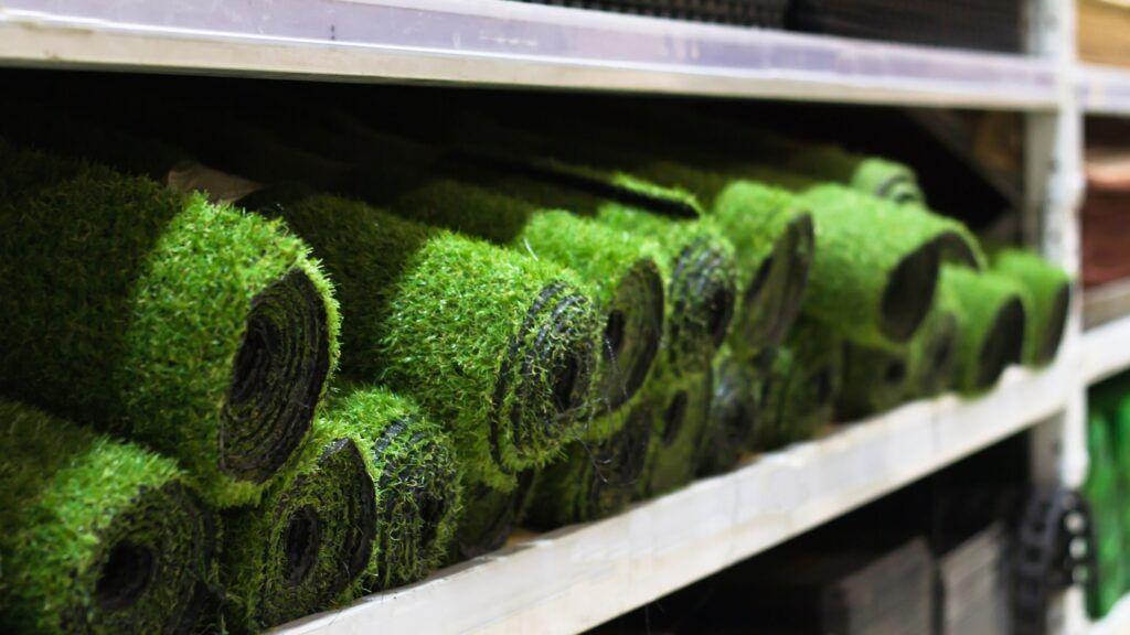 instalar césped artificial en tu hogar